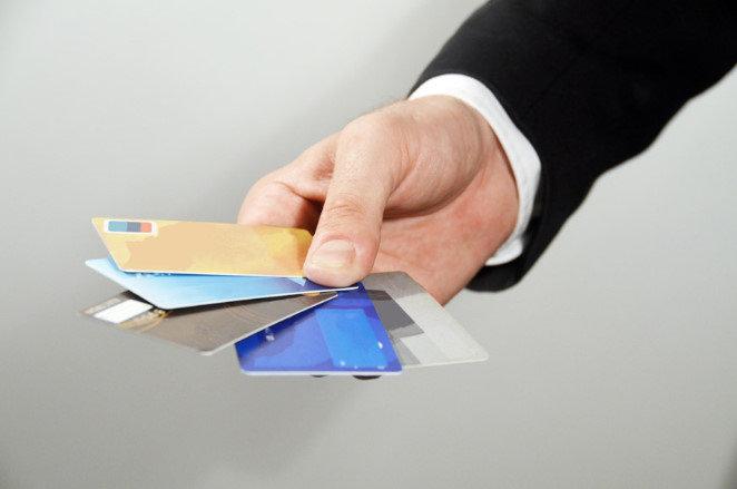 クレジットカードを作りたいんだが、JCBとVISAではどっちがいいと思う?