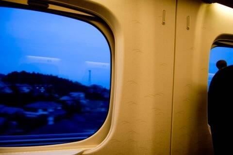 ワイ「新幹線通勤しまーす」会社「ほい通勤費月10万」ワイ「会社近くの彼女ん家から通うはw」