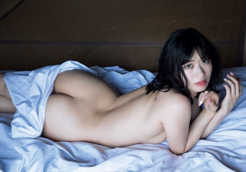 倉持由香が全裸になって見せる生尻がエロすぎ