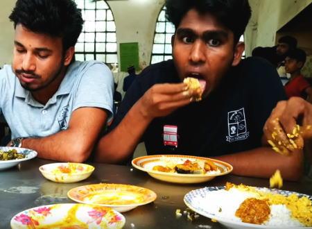 手でゴハンを食べる「手食文化」の魅力。右手で器用にゴハンをコネコネして口に放り込むの美味しそう。