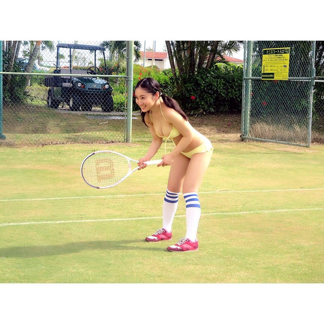 【エンタメ画像】《これは工口い》たわわなビキニでテニス  Fカップタレント・紗綾のサービスショットってよ♪♪♪♪♪♪♪