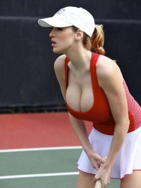 【異議あり】 巨乳のスポーツ選手って少なくね? →つまり巨乳は劣等種wwwwwwwwwwwwwwwwwwおっぱいぶるんぶるん陸上wwwwww
