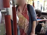 バス車内で女性の髪を切断した51歳女を逮捕、その犯行動機に驚き = 札幌市