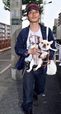 【エンタメ画像】【これはあぶない】草なぎ剛、急激の奇行★「子犬と路上座り込み」現場写真ってよ!!!!!!!