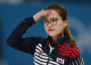 【朗報】カーリング女子韓国代表のキムウンジョンさん眼鏡を外したら可愛い