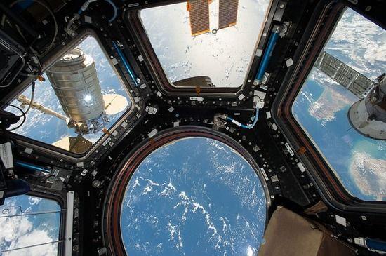 女性宇宙飛行士「別れた彼女の口座に宇宙ステーションから不正アクセスしたろ!」