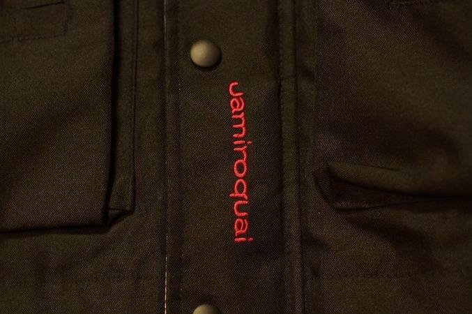 前面の裾にJamiroquai刺繍