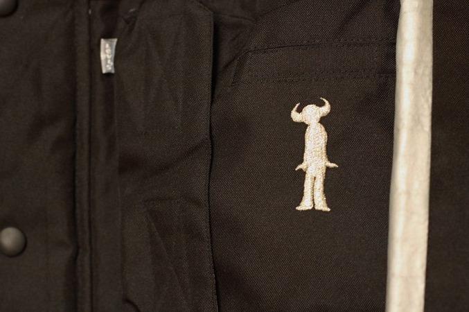 左胸にバッファローマンの刺繍