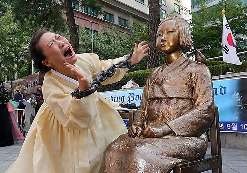 日本「やっぱ慰安婦像を撤去しないと10億円あげないよ?」