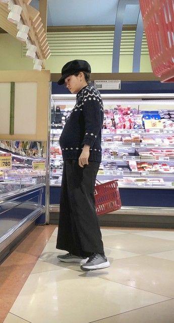 【悲報】前田敦子さん(27)、パンパンな腹で買い物してるところを盗撮される