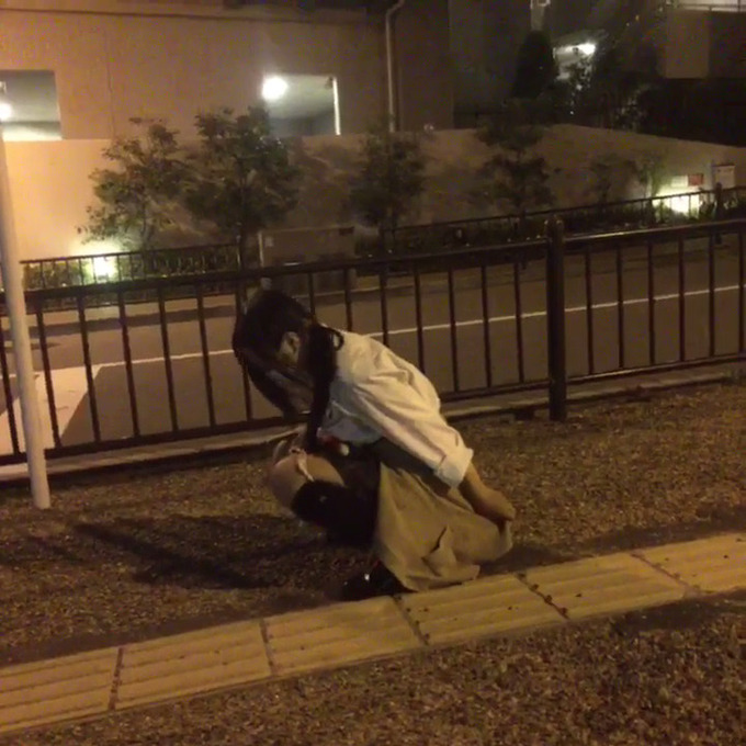 【H動画】JK、路上でおしっこするvineを投稿wwwwwwwwwwwwwww