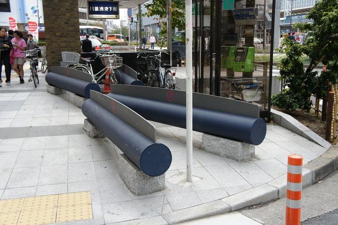 【画像あり】東京都さん、とんでもないベンチを作ってしまう