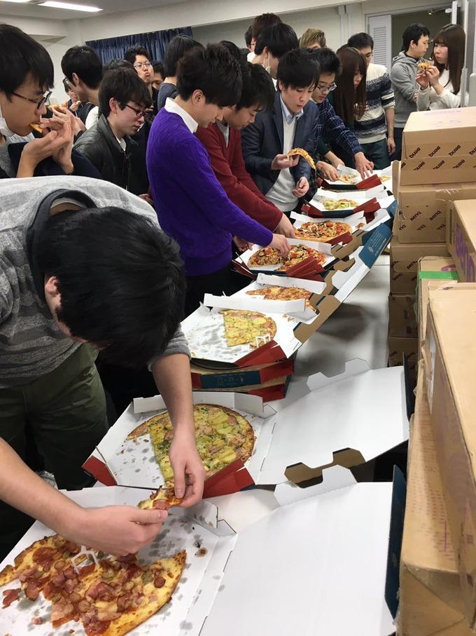 ゲームの大会で参加費無料でピザ食べ放題にした結果wwwwww