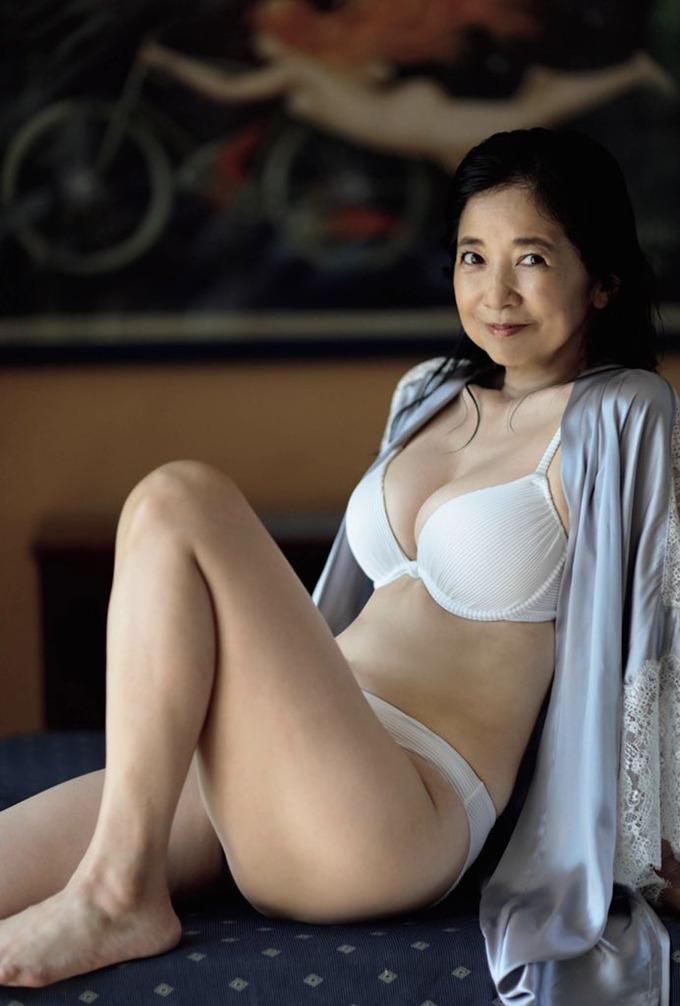 【新画像あり】宮崎美子さん(61)の身体、めちゃくちゃエッチ