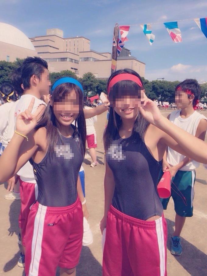 【画像】JKさん、スク水で体育祭に出場してしまう