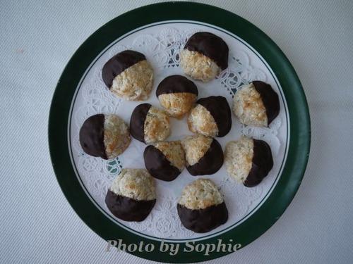 ココナッツマカルーンのチョコディップクッキー