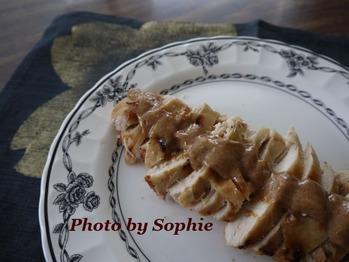 鶏胸肉のグリル・サテーソース添え