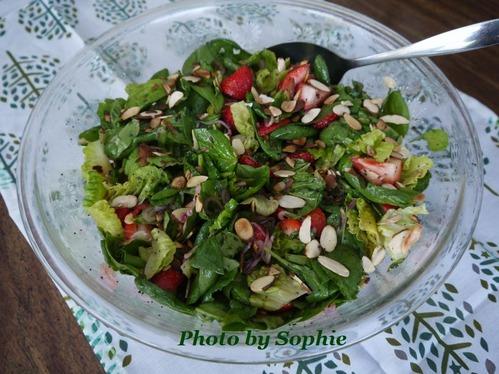 イチゴとほうれん草のサラダ・ポピーシードドレッシング和え
