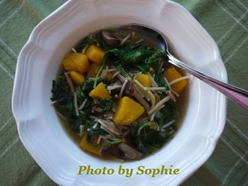 スクワッシュときのことケールのスープ