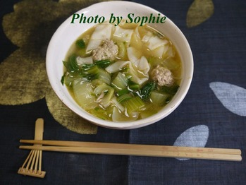 ワンタンと豚挽肉ボールのスープ