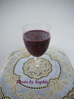 赤葡萄とブルーベリーのスムージー
