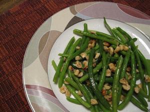 インゲン(三度豆)のヘーゼルナッツ和え