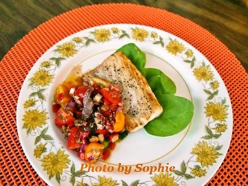 マヒマヒのグリル・パプリカトマトのサルサ添え