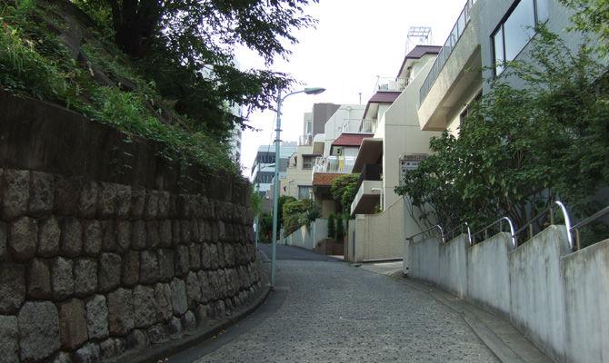 江戸時代からの一等地にある坂道とは? : みちくさ学会