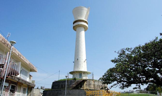 もう夏ですね。避暑地へ行楽地へ向かう方も多いでしょう。ということで、今回は沖縄の給水塔事情をお届けしたいと思います。