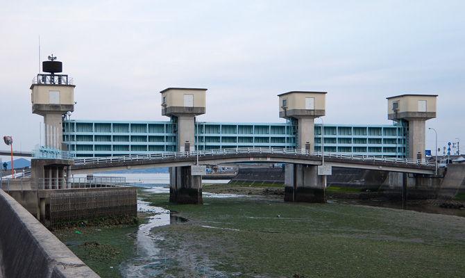岡の下川水門