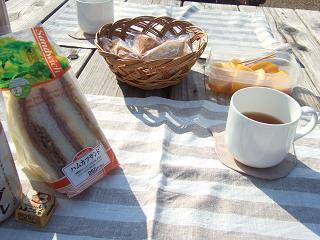 公園で朝ごはん♪