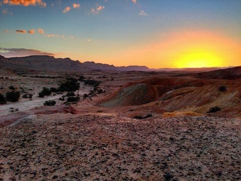 1280px-Sunset_in_the_Negev_Desert_near_Yeruham,_Israel