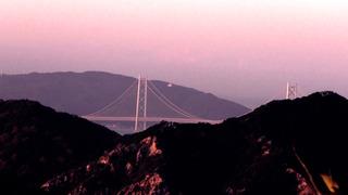 明石海峡大橋の朝日