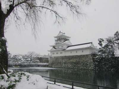 雪の富山城