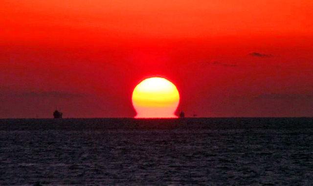 だるまの太陽明石海峡