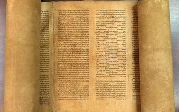 Italy-Old-Torah-Scrol_Horo-1-1024x640