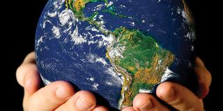 地球と神の手コピー