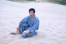 w鳥取砂丘に座る-035