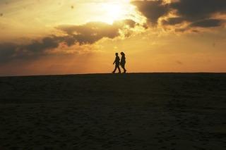 砂丘の二人