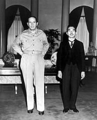 昭和天皇とマッカサー