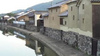 平福川辺の町並み