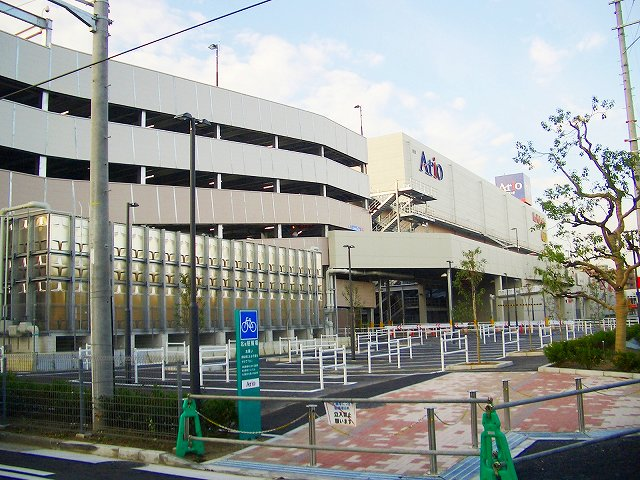 駐車場とセンター本体