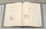 外務省で展示されている安保条約署名