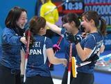 強豪スウェーデンを倒し喜び合う日本チーム