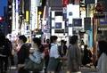 人通りが増えた名古屋市中区錦の繁華街