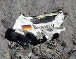 アルプス山脈山中に墜落したドイツ機の機体の一部