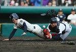 9回大阪桐蔭の峯本選手がホームを突くもタッチアウトそして守備妨害