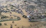 千曲川の堤防が決壊し広範囲に冠水した長野市穂保地区