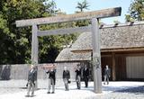 18日午前、伊勢神宮外宮を参拝した天皇陛下