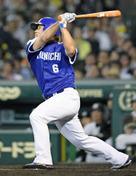 8回に勝越し2塁打を放った平田選手